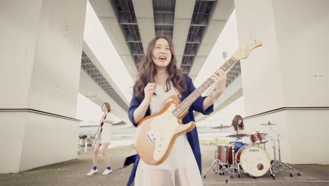 "Go under the bridge with Chelsy in ""SistAr"" MV"